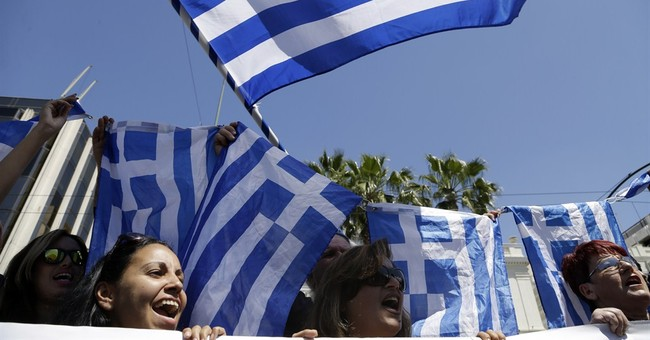 Greece: Market vendors give away food, hold rally