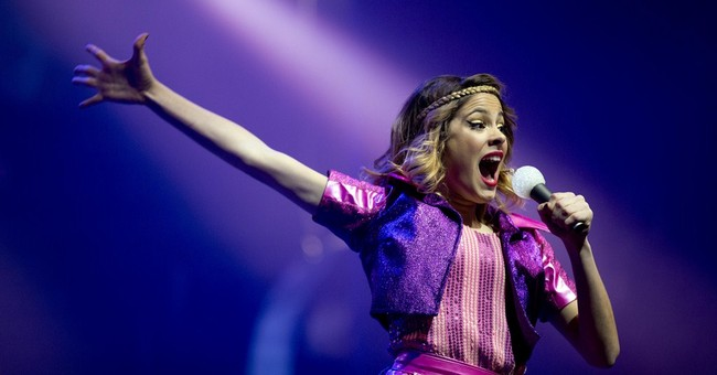 Disney Latin America's Violetta gives free concert