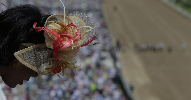 AP PHOTOS: Wild hats & fast horses at Ky. Derby