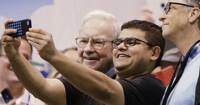 Thousands descend on Omaha to hear Buffett speak