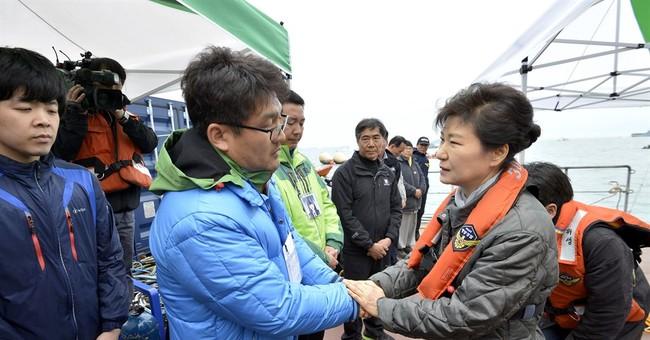 South Korea leader visits kin of ferry missing