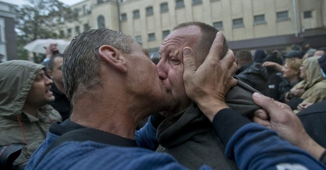 Pro-Russian crowd storms police HQ in Ukraine port