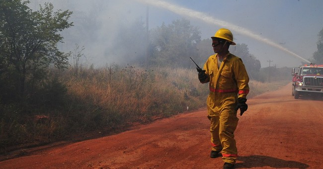 Oklahoma residents survey wildfire damage; 1 dead