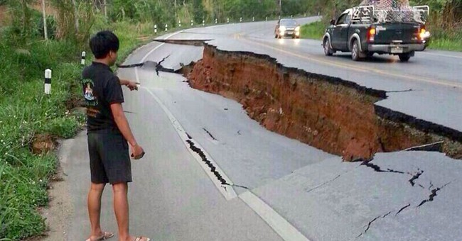 Quake cracks roads in north Thailand, 1 killed
