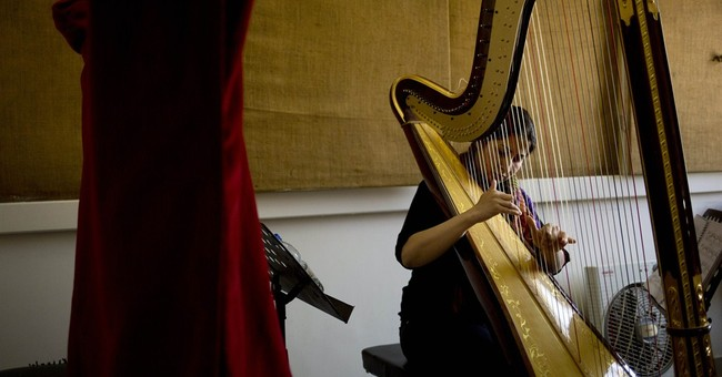 Damascus opera suffers under mortar strikes