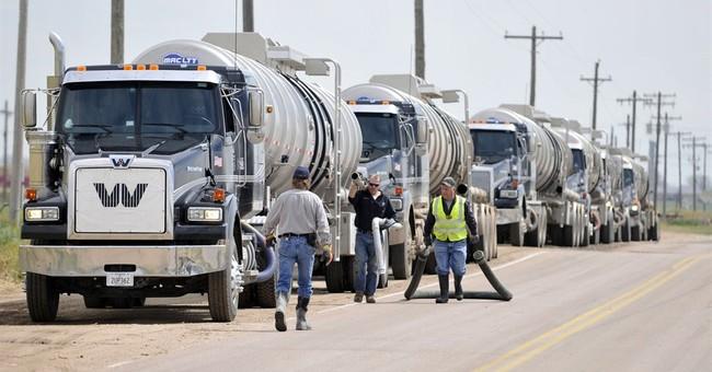 6 cars of oil crude train derail in Colorado