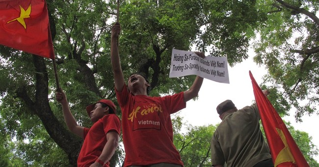 Vietnam allows anti-China protest over oil rig