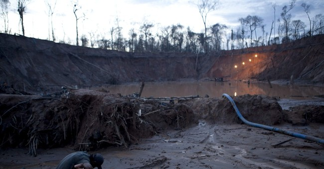 AP PHOTOS: Miners' hard life now tinged with fear