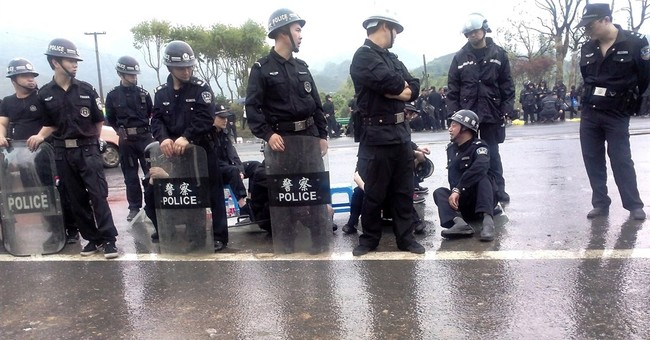 China police arrest 60 in environmental protest