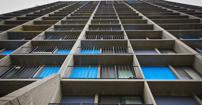 Boy survives 11-story fall from Minnesota building