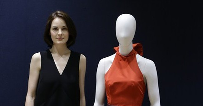Dockery to auction Prada gown for Syria charity
