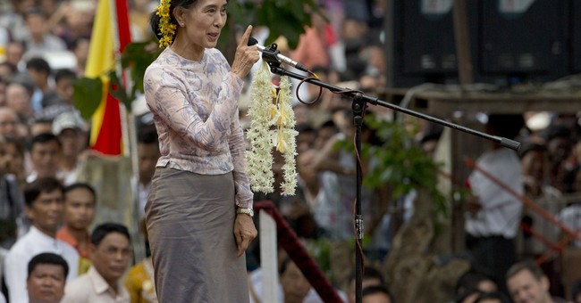 Activists join Suu Kyi for Myanmar charter change