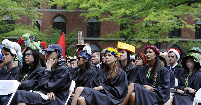 Kerry tells Yale grads to keep faith in government