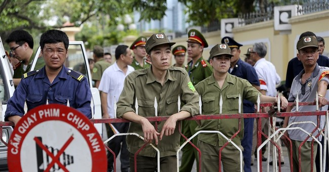 Chinese ships arrive in Vietnam to pick up workers