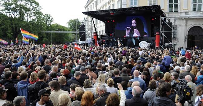 Austrian drag queen wows 10,000 fans