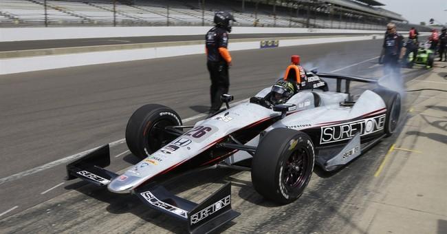 Kurt Busch crashes during Indy 500 practice