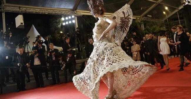 CANNES WATCH: Cotillard's look, 'It Follows' buzz
