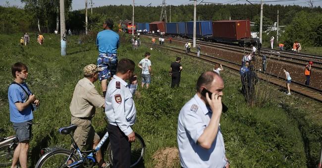 6 dead in train collision near Moscow