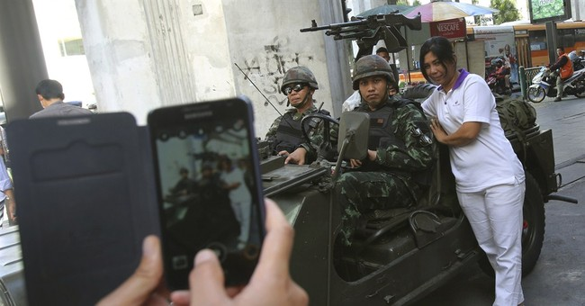 Martial law in Thailand gives rise to selfies