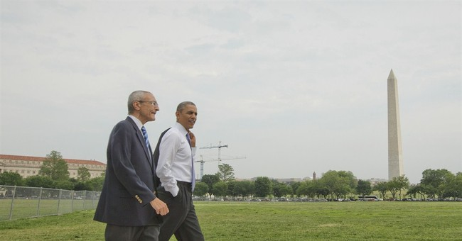 Obama breaks from busy day to walk, greet tourists