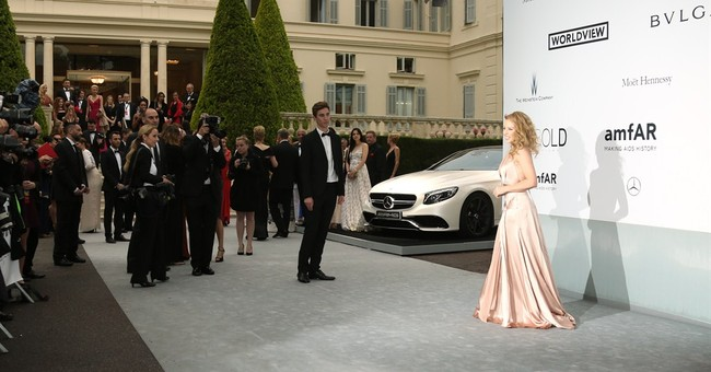 CANNES WATCH: Look of the Day: Kylie Minogue