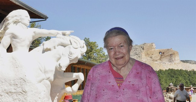 Crazy Horse sculptor's widow dies, project ongoing