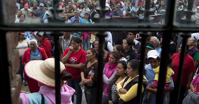 Mexico City residents battle police over water