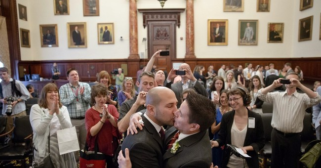8 gay couples married at Philadelphia City Hall