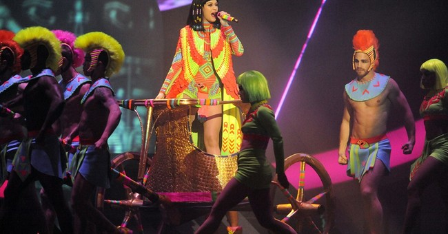 Cooper praises theatricality of female pop singers