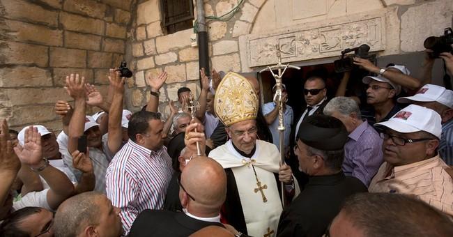 Lebanese patriarch embraces exiled militiamen
