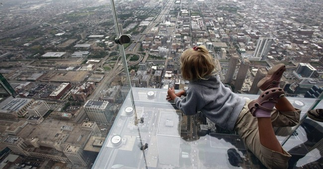 Cracks appear on ledge at Chicago's Willis Tower