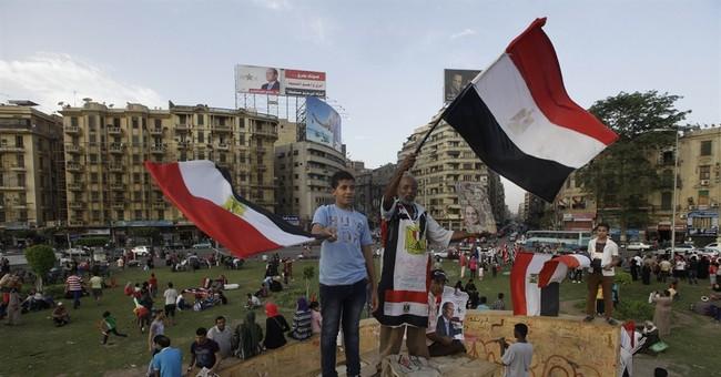 Egypt criminalizes dishonoring anthem, flag