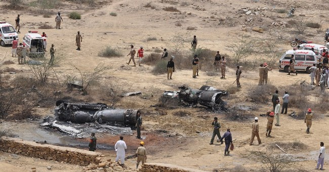 Pakistan air force jet crashes, killing 3