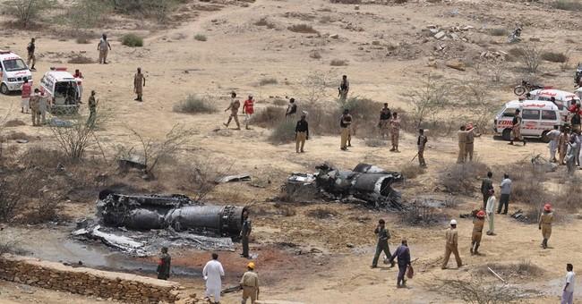 Pakistan air force jet crashes, killing 3
