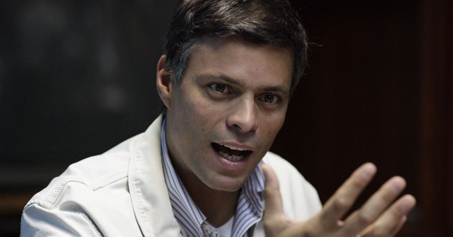 Venezuelan hardliner to remain jailed during trial