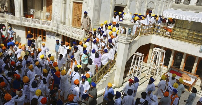 Sikhs, guards clash with swords at India shrine