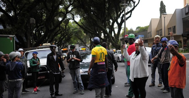 Cup workers strike briefly in Curitiba