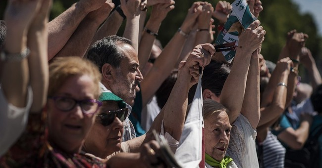 Tens of thousands link hands in Basque region