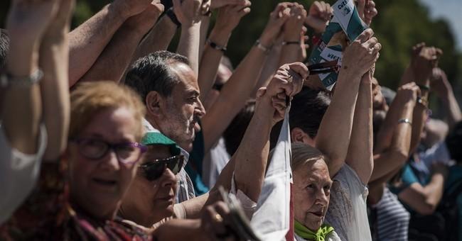 Tens of thousands link hands in Basque region