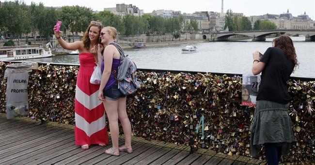 Love locks cause fencing to tumble on Paris bridge