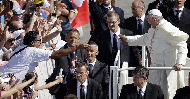 Pope presides at scorching audience after illness