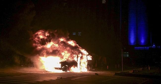 Blast rocks center of breakaway town in E. Ukraine