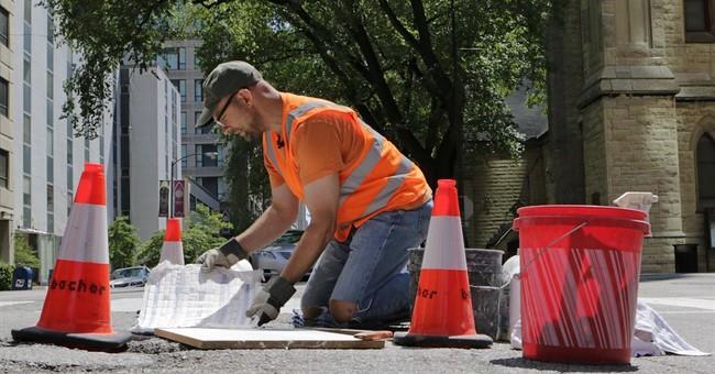 Chicago man filling potholes _ artfully
