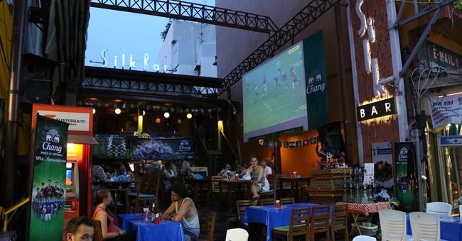 No curfew: Saturday night Bangkok-style is back