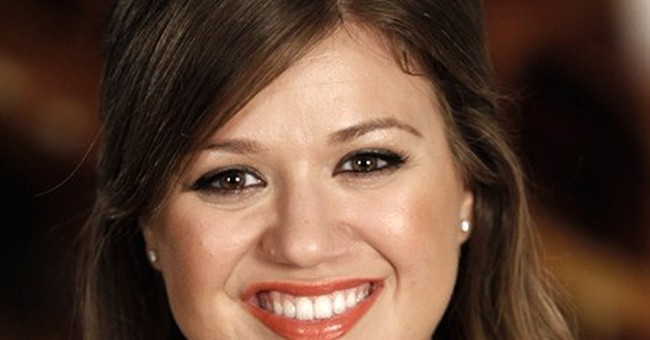 Kelly Clarkson announces birth of daughter