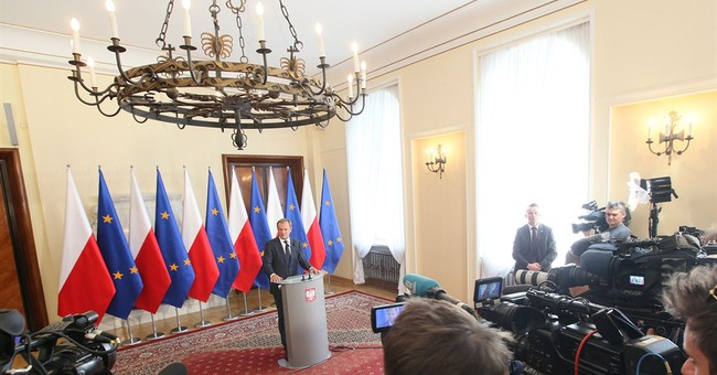 Prosecutors probe bugging of Polish top officials
