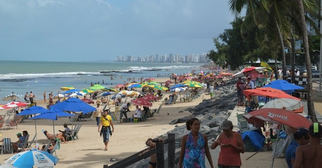 Recife works to warn World Cup visitors of sharks