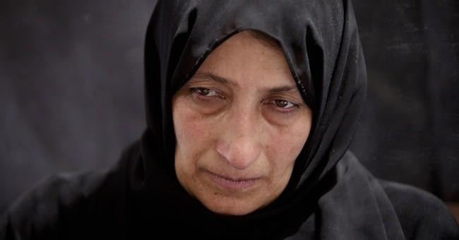 Israeli troops kill Palestinian in arrest raids