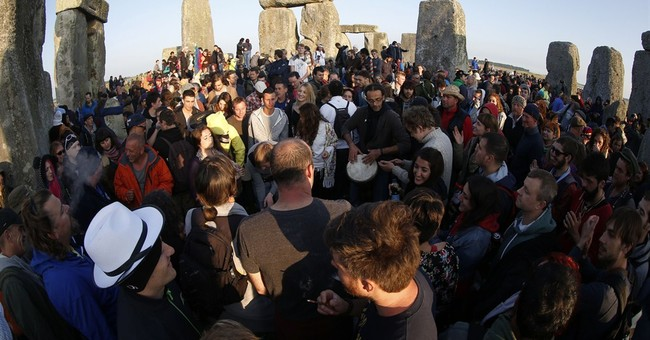 New agers, neo-pagans gather to greet solstice