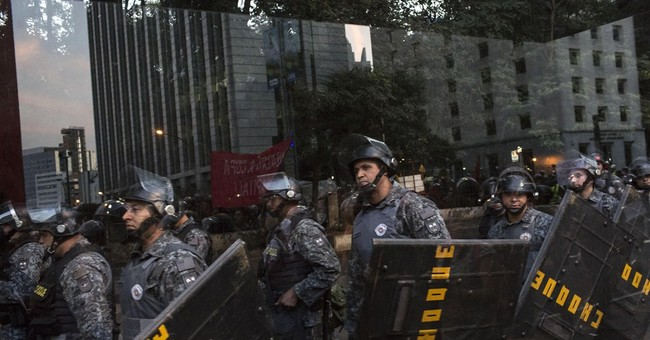 Brazil investigates drawing of gun at Cup protest